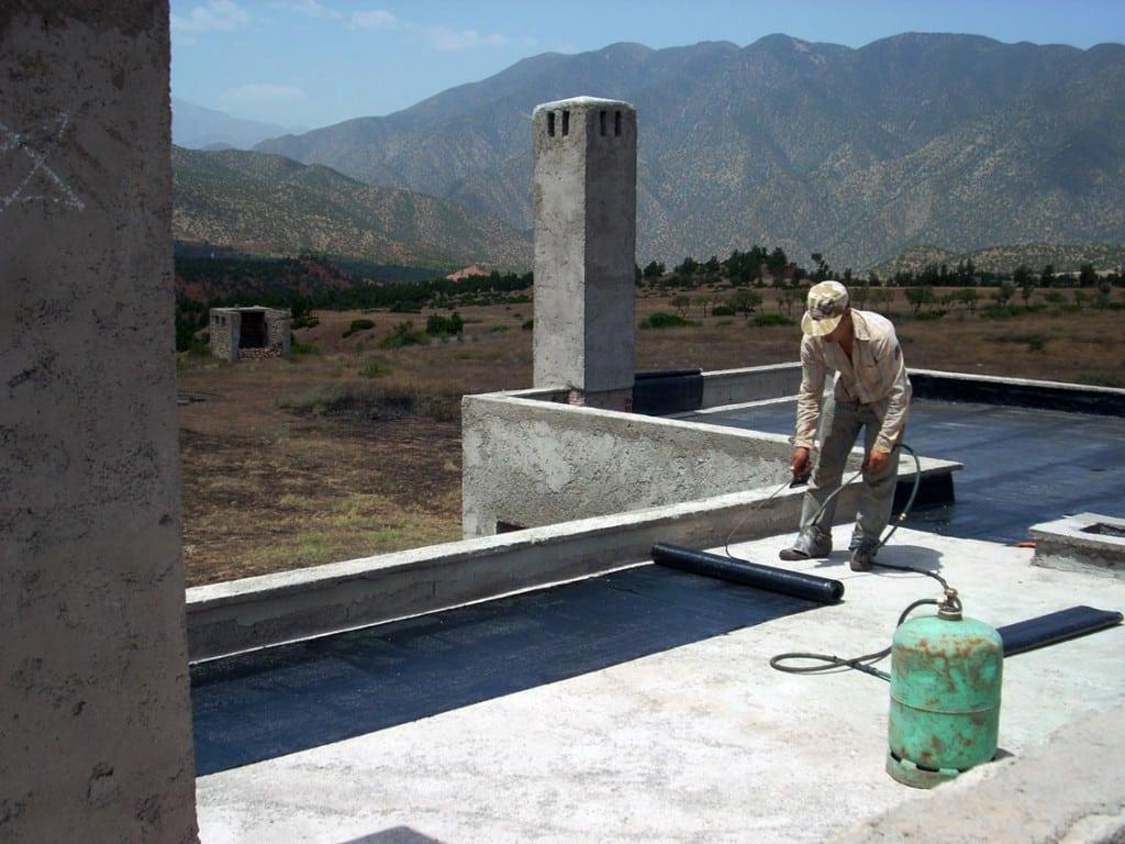 A impermeabilização é uma medida que garante a proteção da laje. (Foto: Divulgação))